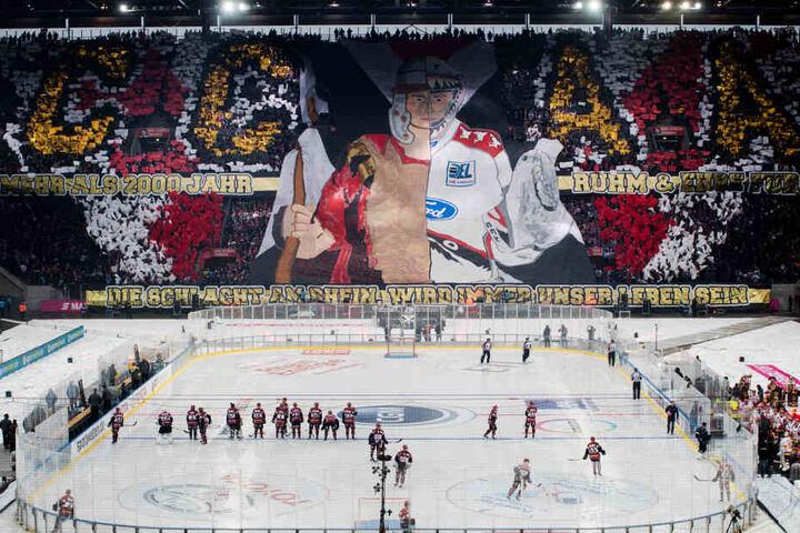 Die Fans der Kölner Haie präsentierten vor dem Spiel eine gewaltige Choreographie.
