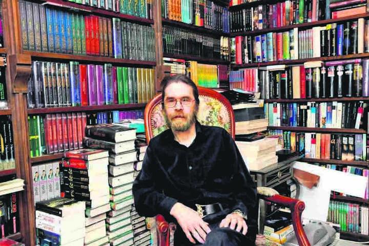 """1982 gelang Wolfgang Hohlbein (64) mit seinem Roman """"Märchenmond"""" der Durchbruch."""