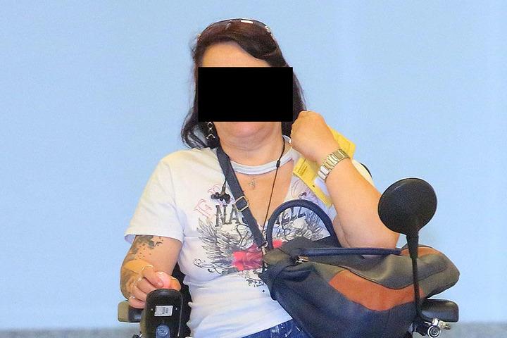 Mutter Birgit S. (49) rastete ausgerechnet an ihren eigenem Geburtstag an der Haltestelle aus.
