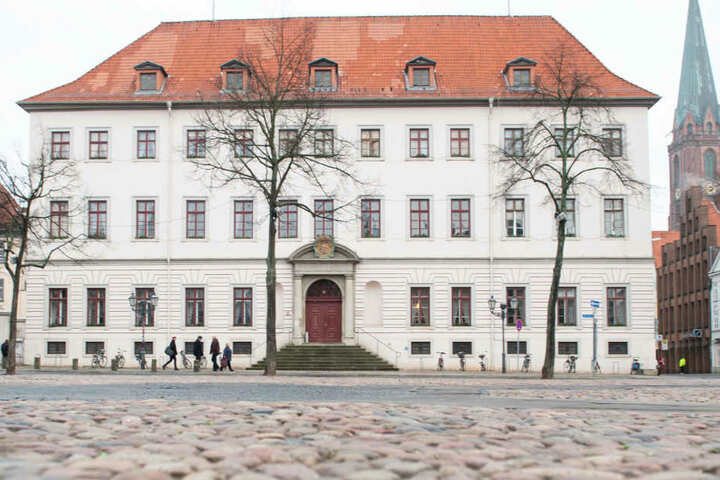 Vier junge Männer stehen wegen schweren Computerbetrugs in Lüneburg vor Gericht (Archivbild).
