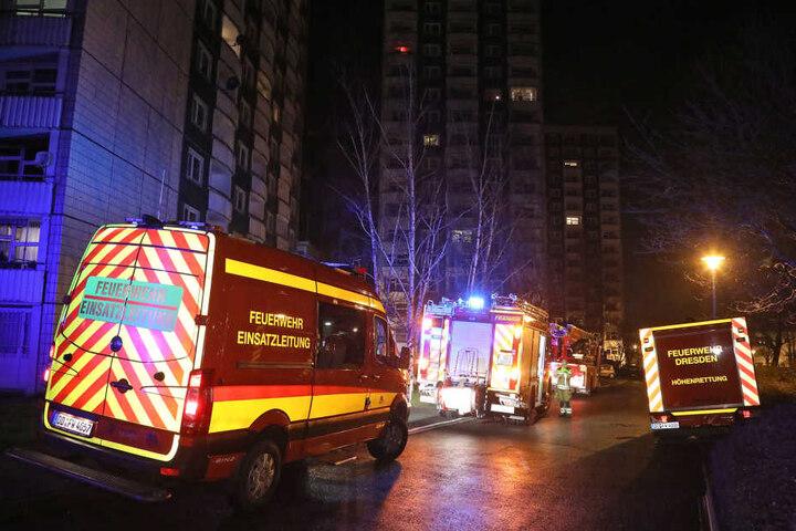Zwei Berufsfeuerwehren und die Freiwillige Feuerwehr aus Gorbitz mussten anrücken, um den Brand unter Kontrolle zu bringen.