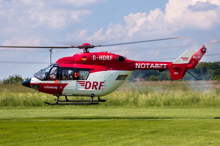 Ein Rettungshubschrauber brachte den lebensgefährlich verletzten Vierjährigen in ein Krankenhaus (Symbolbild).
