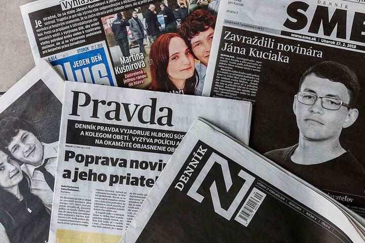 Zahlreiche Tageszeitungen berichten über die Ermordung des slowakischen Enthüllungsjournalisten Jan Kuciak und seiner Verlobten.