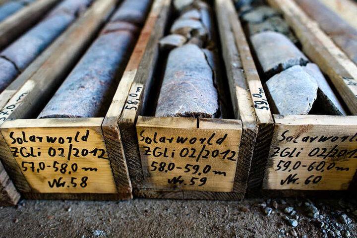 Diese Bohrproben wurden in Zinnwald bereits 2012 genommen. Hernach errechneten Experten, dass unter Zinnwald etwa 96.000 Tonnen Lithiummineral lagern.
