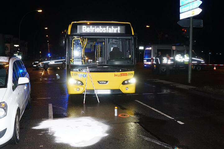Deutlich ist die Stelle zu erkennen, wo die schwerverletzte Fußgängerin lag.