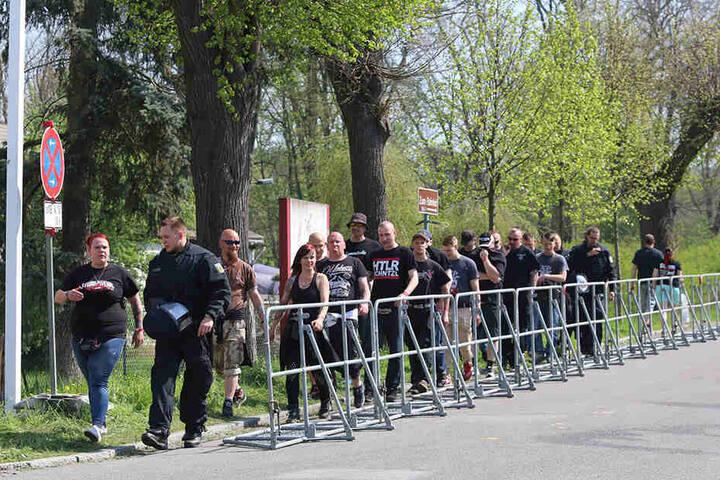 Neonazis im Anmarsch auf das Festival. Beim Wegerecht wollen die Behörden jetzt genauer hinschauen.