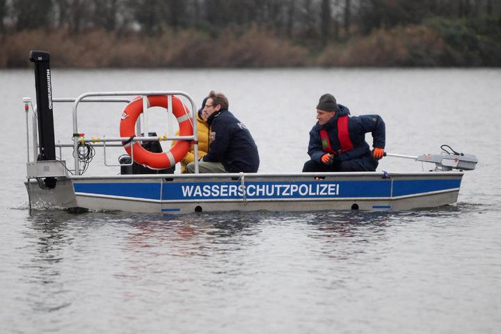Die Polizei setzte auch ein Sonarboot bei der Suche ein. (Symbolfoto)