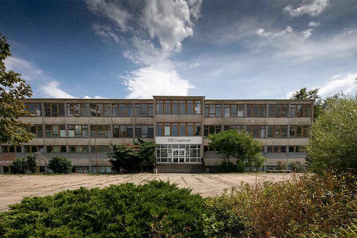 Der alte DDR-Schulbau an der Boxberger Straße war kurz sogar Asylheim, wird abgerissen.