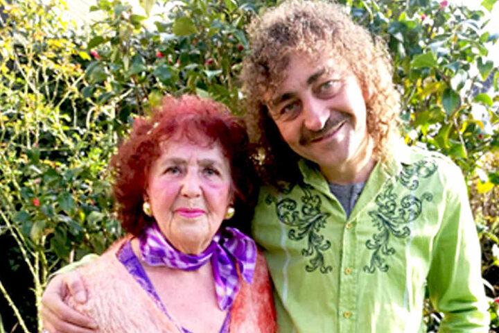 Er fällt auf: Wolle-Petry-Double Martin (45) mit Mama Edeltraut aus dem Ruhrgebiet.