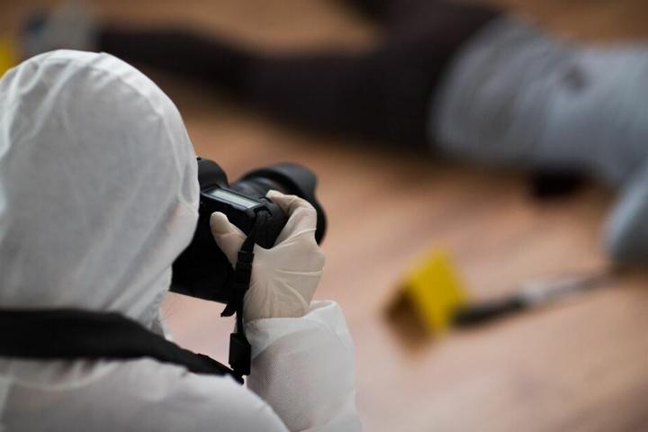 Die Ermittler konnten den Verdächtigen durch genaue Spurenermittlung und Zeugenhinweise festnehmen.