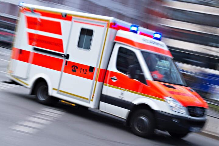 Der Fahrer (40) kam ins Krankenhaus. (Symbolbild)