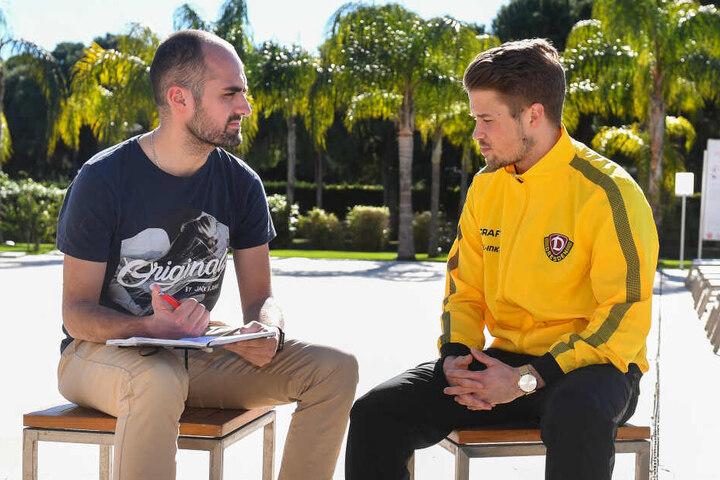 TAG24-Redakteur Tom Jacob beim Interview mit Patrick Möschl im Trainingslager in Belek.