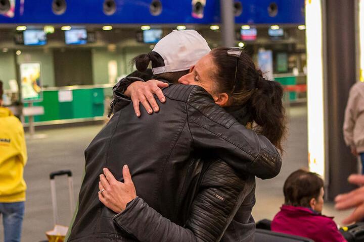 Bechir verabschiedet sich von Lisas Mama.