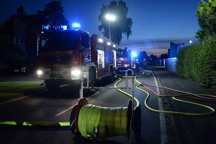 Mehrere Löschzüge der Feuerwehr waren zu dem Brand ausgerückt.