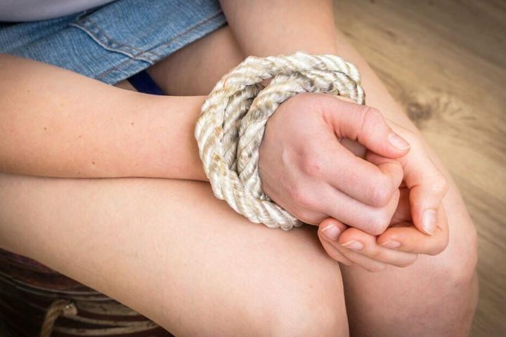 Eine Zehnjährige wurde in Grevesmühlen an einer Schule gefesselt. (Symbolbild)