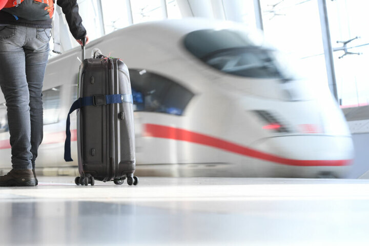 Mit der Bahn aus dem tschechischem Cheb kommend, reiste der junge Aschaffenburger zurück nach Deutschland. Mit etlichen Waffen und nun auch jeder Menge Ärger im Gepäck. (Symbolbild)
