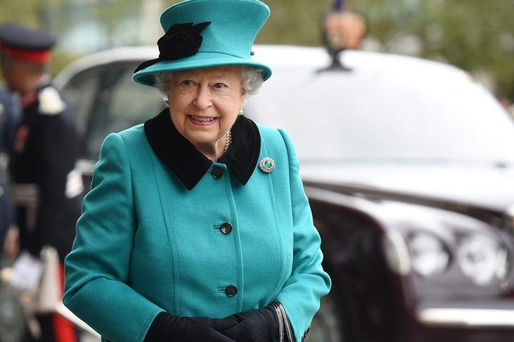 Vorfahren von Queen Elizabeth stammen aus dem ehemaligen Herzogtum Sachse-Coburg-Gotha, deswegen kommen der Baum und der Schmuck in diesem Jahr aus der Region.