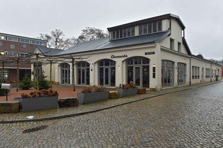 """Können sich künftig fast auf die Teller gucken. Vis-à-vis des """"Elements""""  eröffnet Dieter Maiwert am Eingang der Zeitenströmung ein Restaurant."""