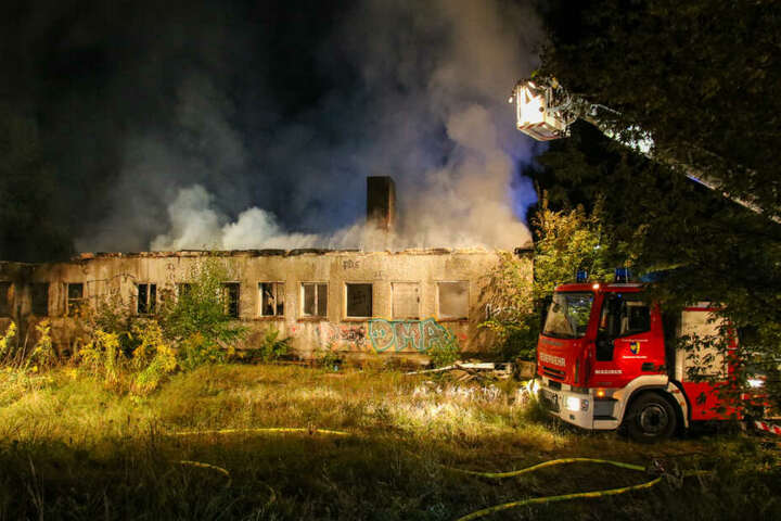 Ein Nebengebäude des Schlosses stand in Flammen.