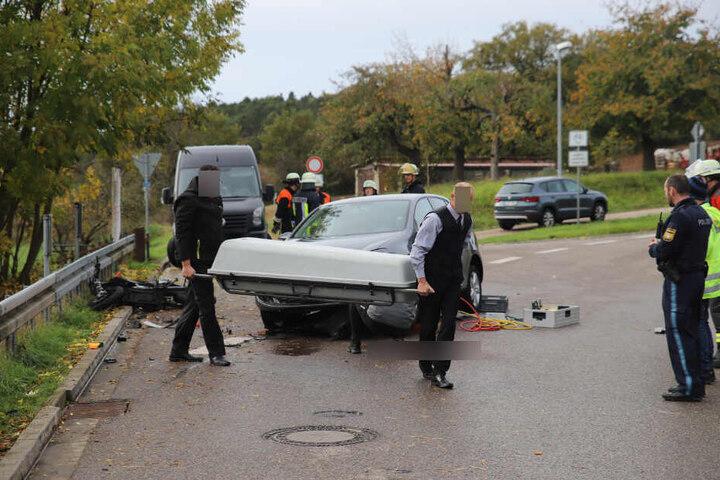 Der 17-Jährige verstarb noch an der Unfallstelle.