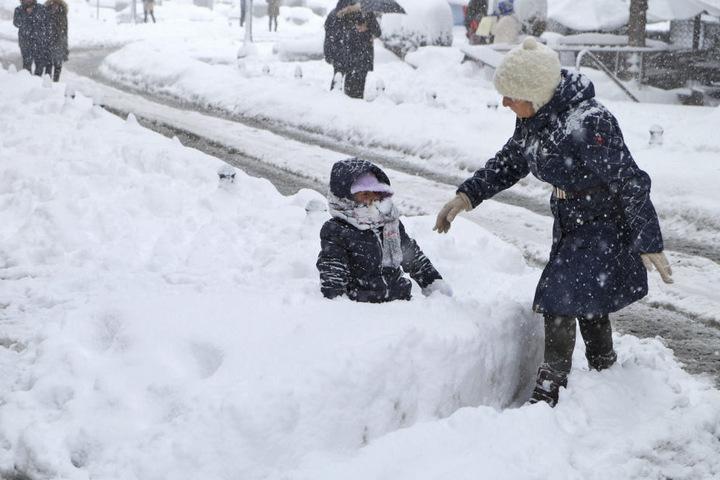 In manchen Teilen von Istanbul fiel über ein Meter Schnee. Eine lokale Zeitung sprach vom stärksten Schneefall seit 30 Jahren.