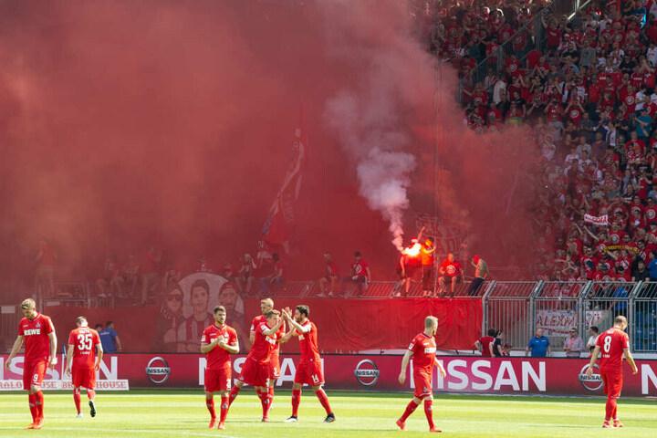 Das Rheinische Derby zwischen dem 1. FC Köln und Borussia Mönchengladbach gilt als hitziges Fan-Treffen. (Symbolbild)