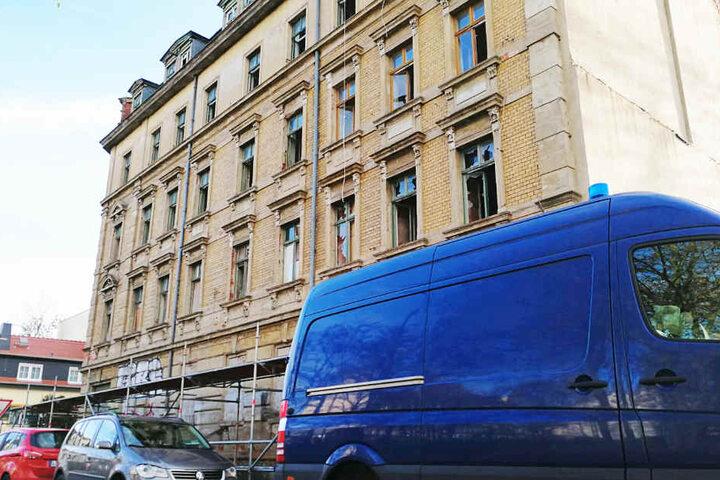 Die Kripo arbeitet seit dem Vormittag an dem Haus in Leipzig-Kleinzschocher.