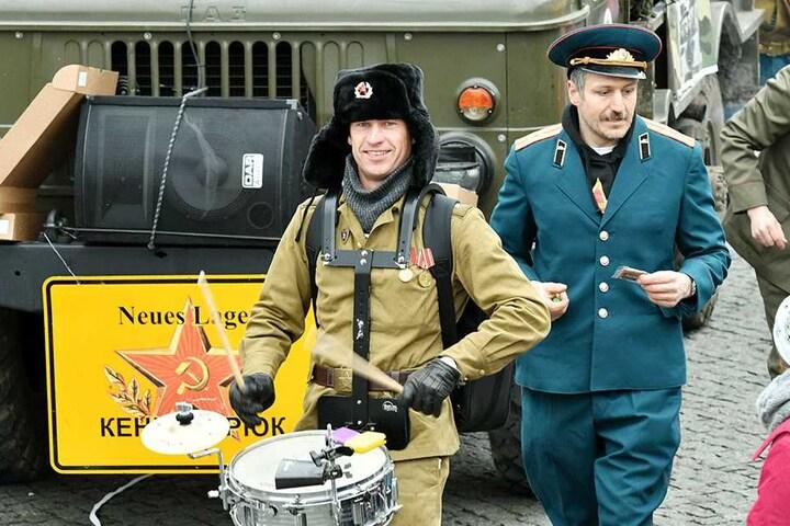 """Der Armee-Spaß-Verein lief als """"Casino-Kapelle"""" auf."""