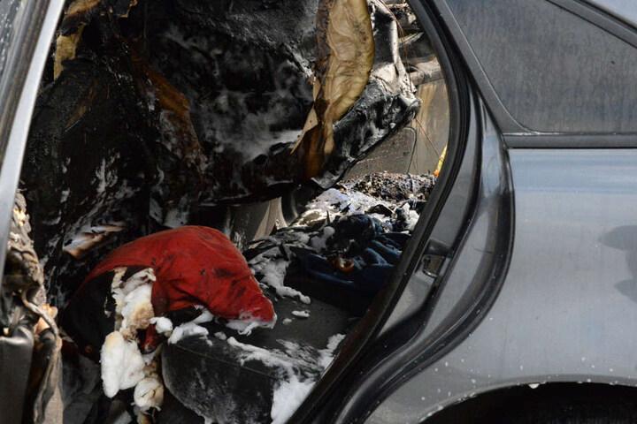 Im Motorraum hatte das Auto Feuer gefangen.