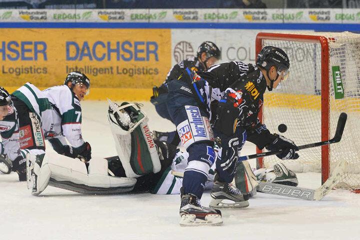 Dominik Grafenthin legte gleich im ersten Drittel vor und schoss die Eislöwen in Führung.