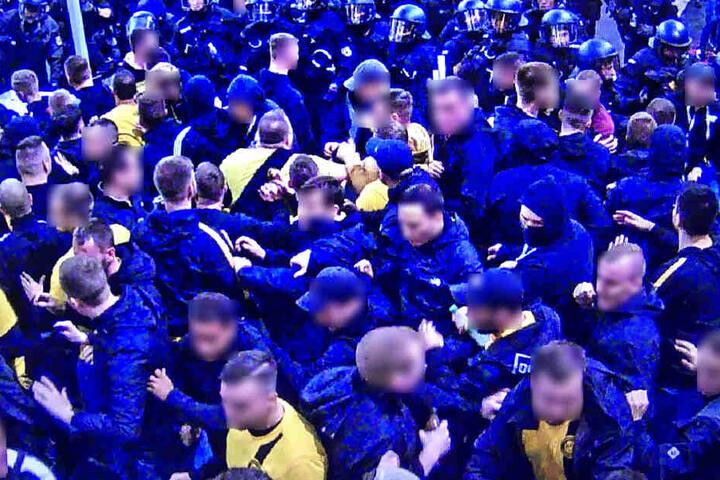 Unter den betreffenden Personen fanden sich auch Anhänger, die aus der Problem-Fanszene des BVB bekannt sind.