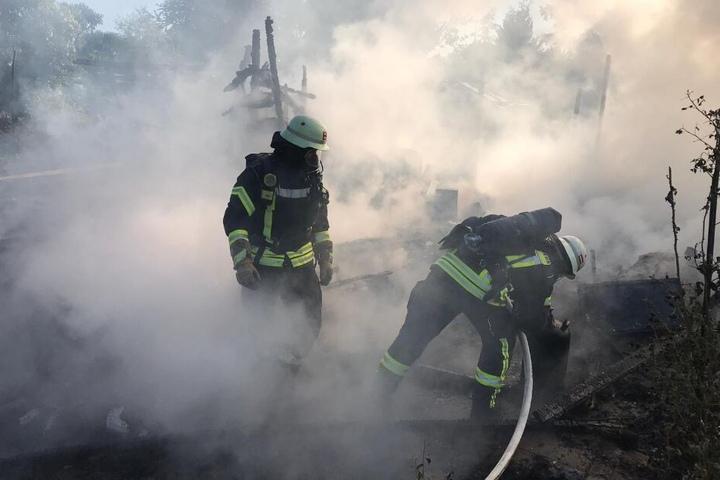 Durch eine dichte Rauchwolke musste sich die Feuerwehr kämpfen.