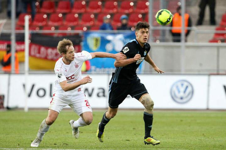Myroslav Slavov (r., gegen den Zwickauer René Lange) hat in der 3. Liga schnell Fuß gefasst, erzielte bereits sieben Tore.