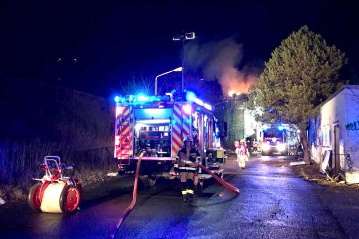 Neben der Freiwilligen Feuerwehr Brieselang, die gegen 19 Uhr alarmiert wurden, waren auch Feuerwehrkräfte aus Falkensee und Dallgow-Döberitz vor Ort.