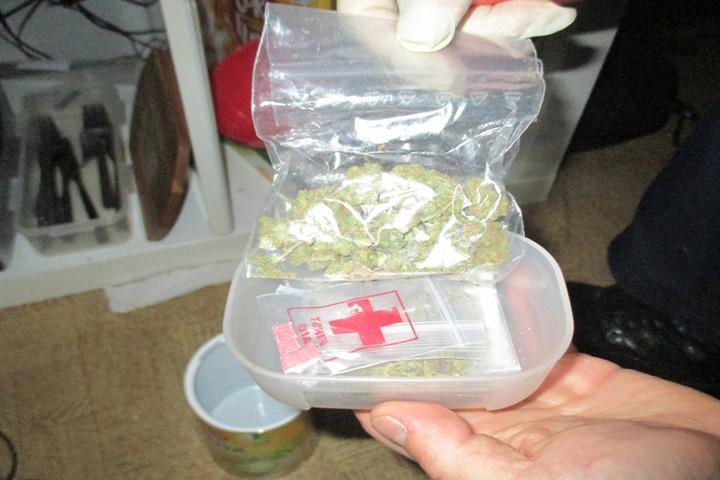 20 Tütchen mit berauschendem Inhalt stellte die Polizei sicher.