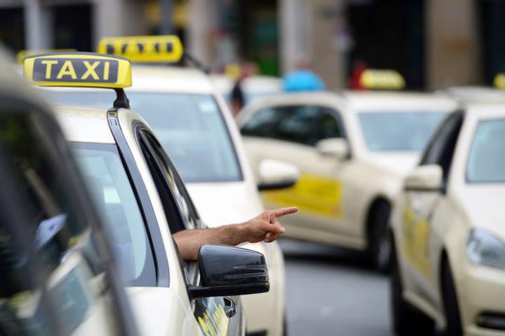 Mehrere Taxifahrer in Bremen wurden von einem bewaffneten Mann überfallen.