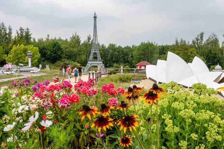 Den Eiffelturm ließen die Ganoven in Frieden. Trotzdem entstand ein Schaden von rund 3000 Euro.