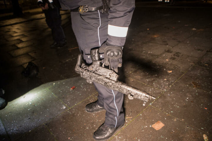 In dem Auto waren auch Waffen und Munition gelagert.