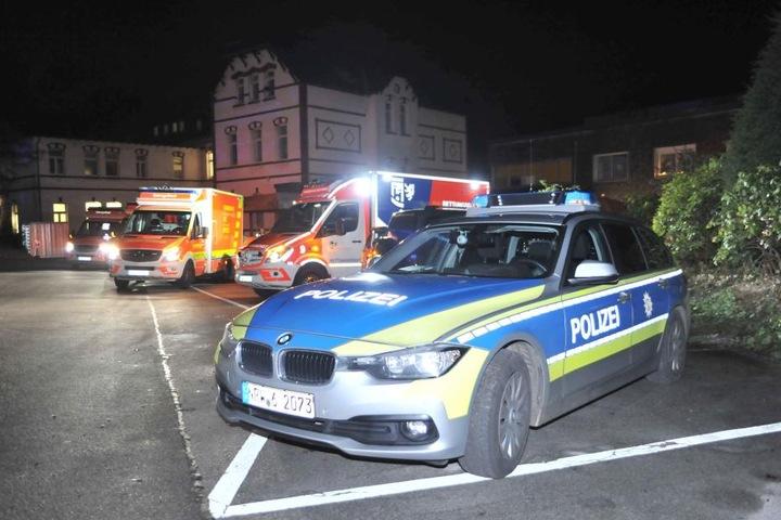 Die Einsatzkräfte kümmerten sich um die fünf Verletzten.