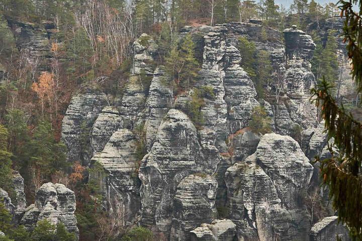 In den Schwedenlöchern stürzten gestern Mutter (60) und Tochter (36) in eine Felsspalte.