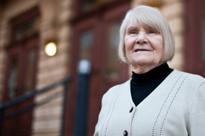 Singt nur noch unter der Dusche: Ruth Brandin (77).