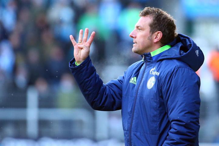 Die Anweisung von Trainer Markus Weinzierl konnten den Schalkern nicht zum Sieg verhelfen.