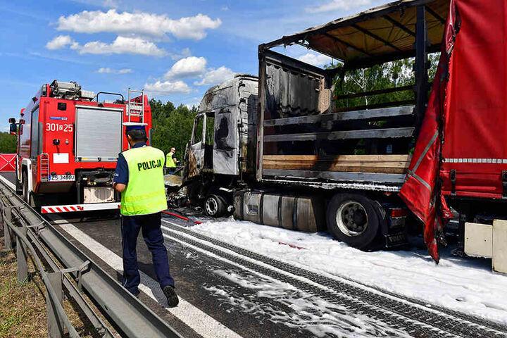 Sechs Todesopfer und vermutlich 16 Verletzte hat eine Massenkarambolage auf einer Autobahn in Polen gefordert.