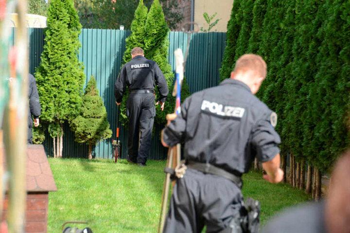 Bereits im Sommer 2016 durchsuchten Polizisten die Außenanlagen des Großhandels nach sterblichen Überresten. Gefunden wurden damals aber nur Hühnerknochen.