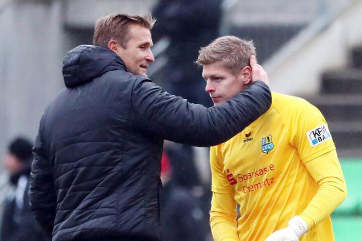 Jakub Jakubov (rechts) hier mit Trainer David Bergner spielt beim Chemnitzer FC die beste Saison seiner Karriere.