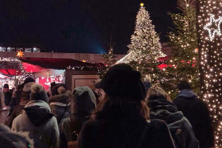 Mit attraktiven Weihnachtsmärkten und vielen Einkaufsmöglichkeiten ist Köln ein beliebtes Ziel in der Vorweihnachtszeit.