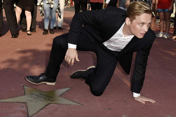 """Am Freitag gab's den deutschen """"Walk of Fame""""-Stern in Berlin für den Schauspieler, Regisseur & Produzenten Matthias Schweighöfer."""