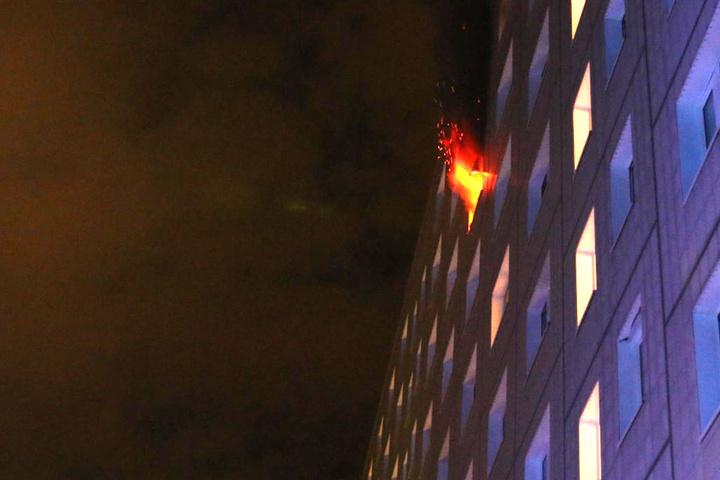Die Wohnung im siebten Stock stand komplett in Flammen.