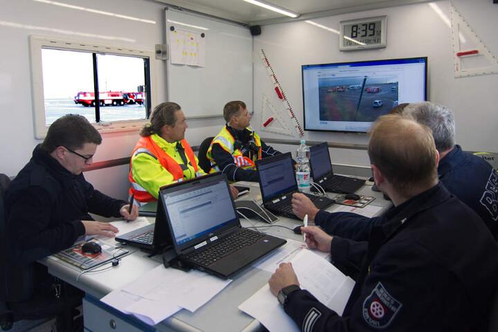 Premiere! Zum ersten Mal rückte der neue Einsatzleitwagen 2 der Feuerwehr zum Einsatz an.