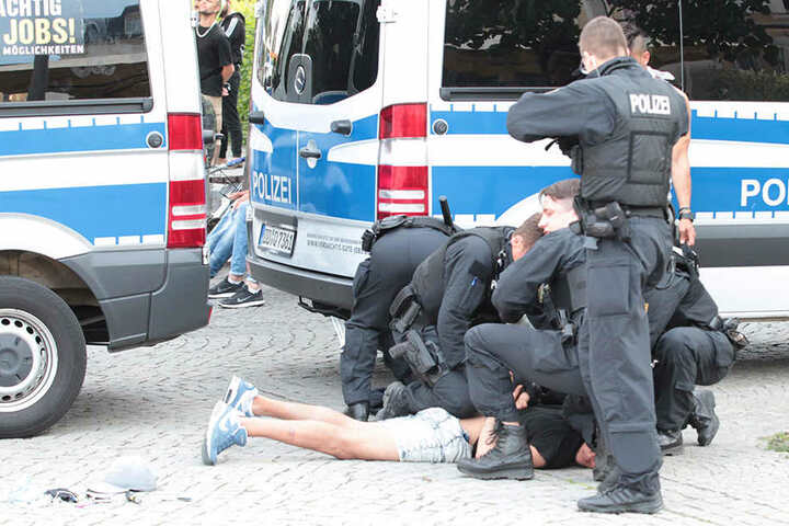 Polizeieinsatz am Postplatz: Das Zentrum von Plauen ist der Kriminalitätsschwerpunkt in Westsachsen.